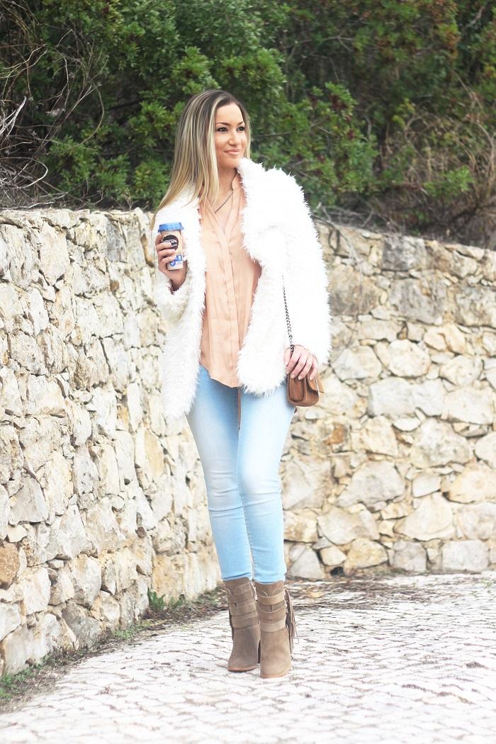 No Inverno, nada melhor do que um bom casaco e (claro) café para enfrentar os dias de frio e de chuva! Look do dia/Outfit. Benetton, Nescafé, Iphone 6s plus. Salsa jeans. Outono/Inverno 2015/1026. Tendências. Dicas de Moda. Style Statement. Blog de moda portugal.