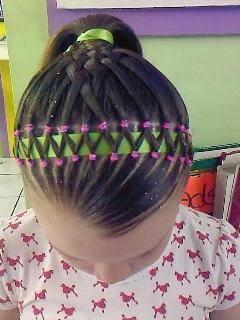 aqu les dejo unos peinados con trenzas para niasparecen complicados pero son lindos