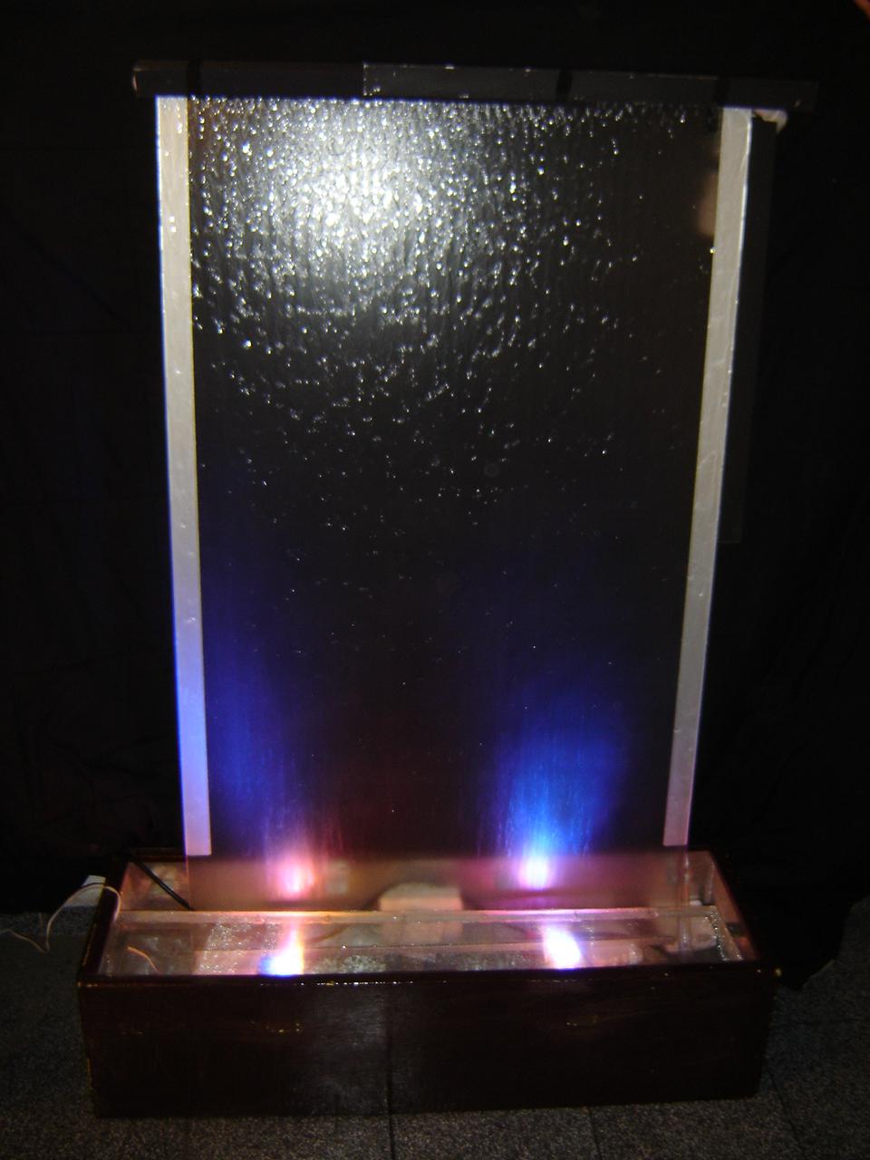 Fuentes modernas cortina de agua sobre cristal - Fuentes de pared modernas ...