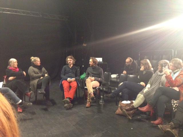 Hva er dokumentarisme i scenekunsten