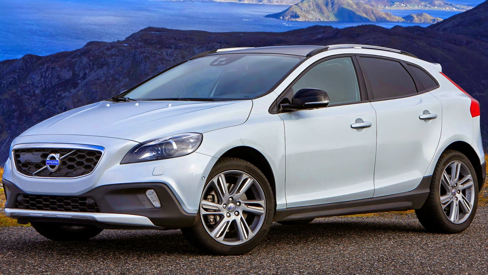 volvo v40 cross country 4x4 2015 carwp