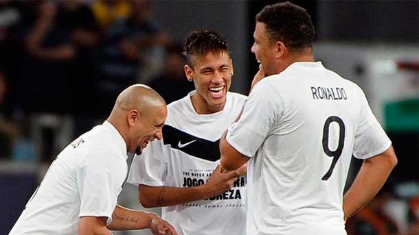 """Roberto Carlos amenaza: """"Puedo llevar a Neymar al Madrid"""""""