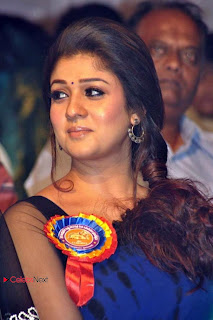 Nayanatara Latest Pictures in Saree at Nandi Awards 2013 Function  0011