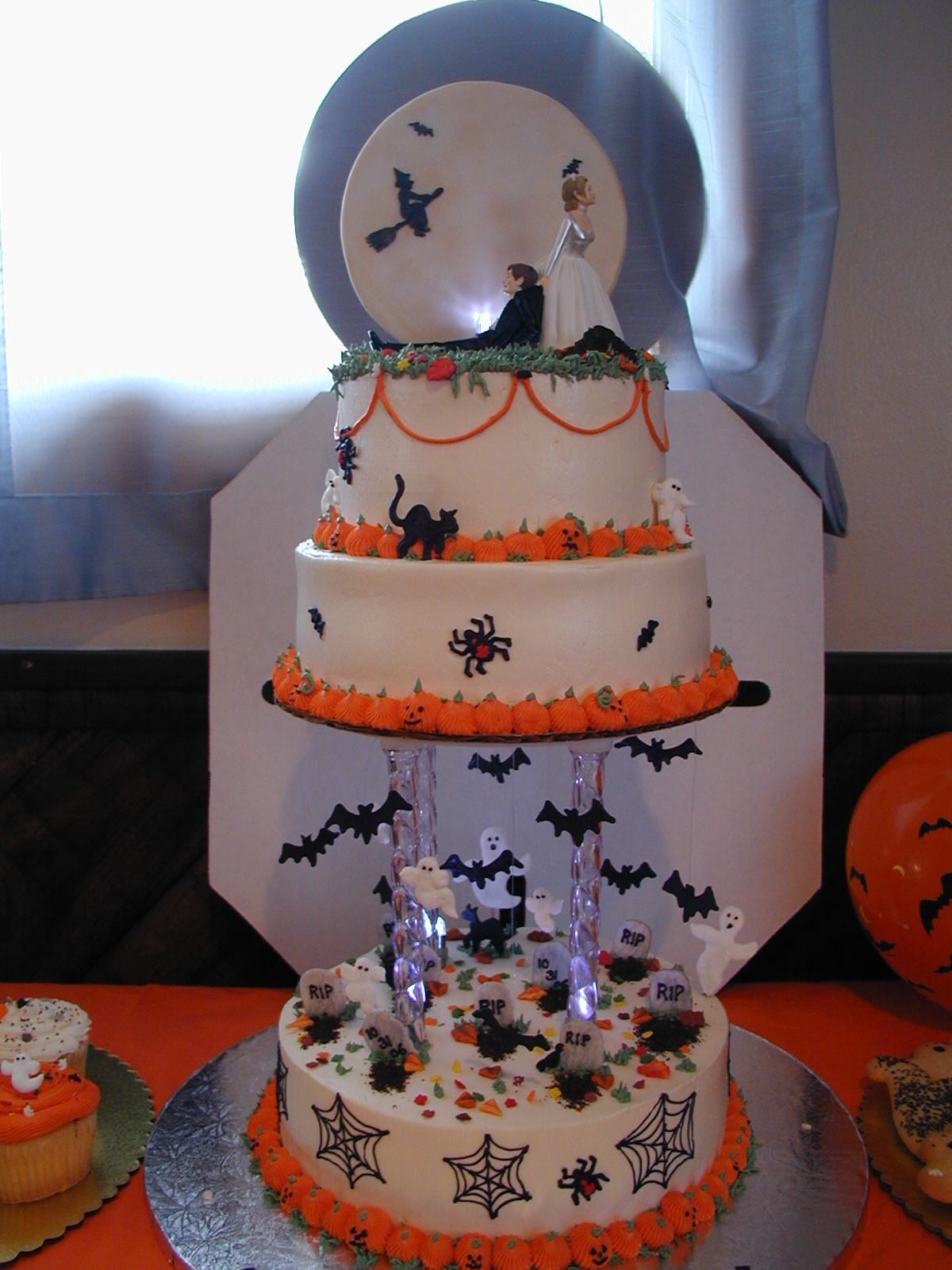 Halloween Wedding Cake ~ Cake Idea | Red Velvet | Wedding | Chocolate