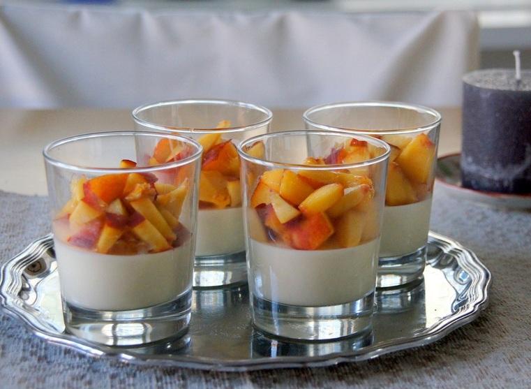 Nectariinipannacotta - lohta, lohipiirakkaa ja salaattia