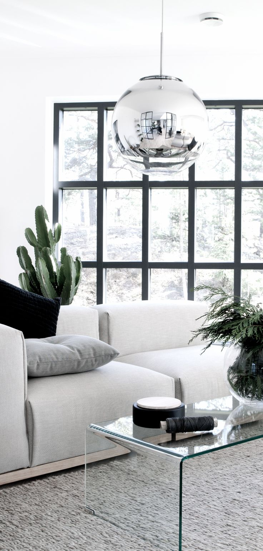 spejl lampe i en smukt stylet bolig