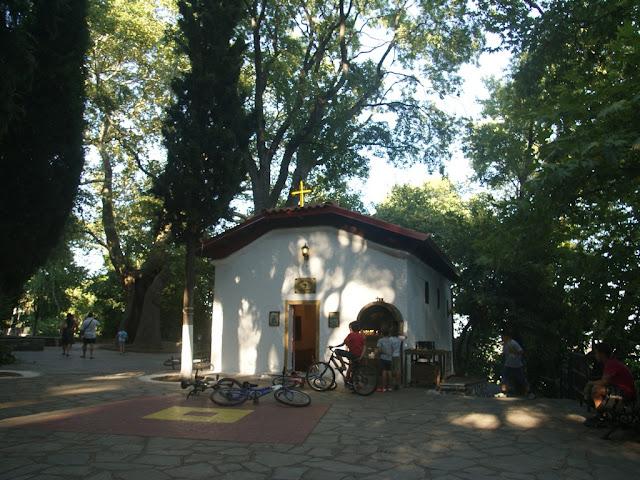 Το εκκλησάκι της Αναλήψεως στο πάρκο των καταρρακτών