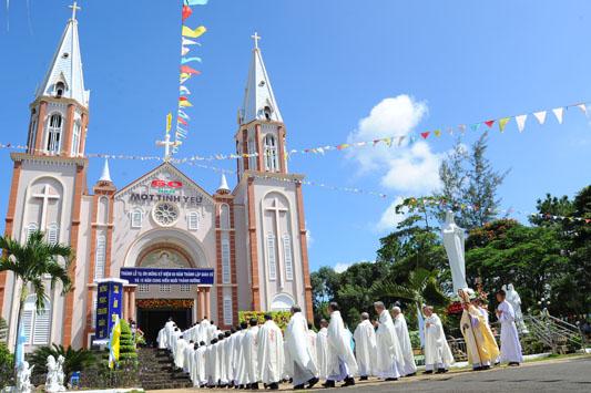 GP.ĐÀ LẠT: Kỷ niệm 60 năm lập xứ & 15 năm Cung hiến Nhà thờ Giáo xứ Tân Hóa