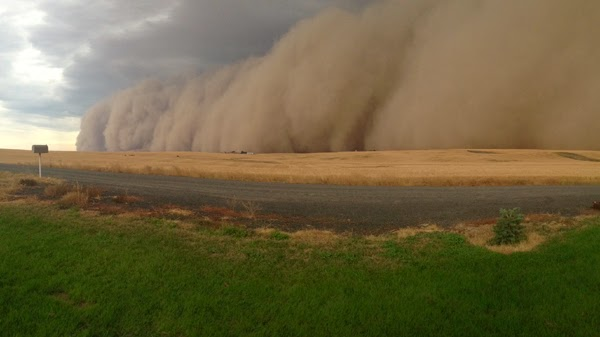 http://www.krem.com/news/slideshows/Storm-drums-up-giant-dust-cloud-in-Ritzville-270999841.html