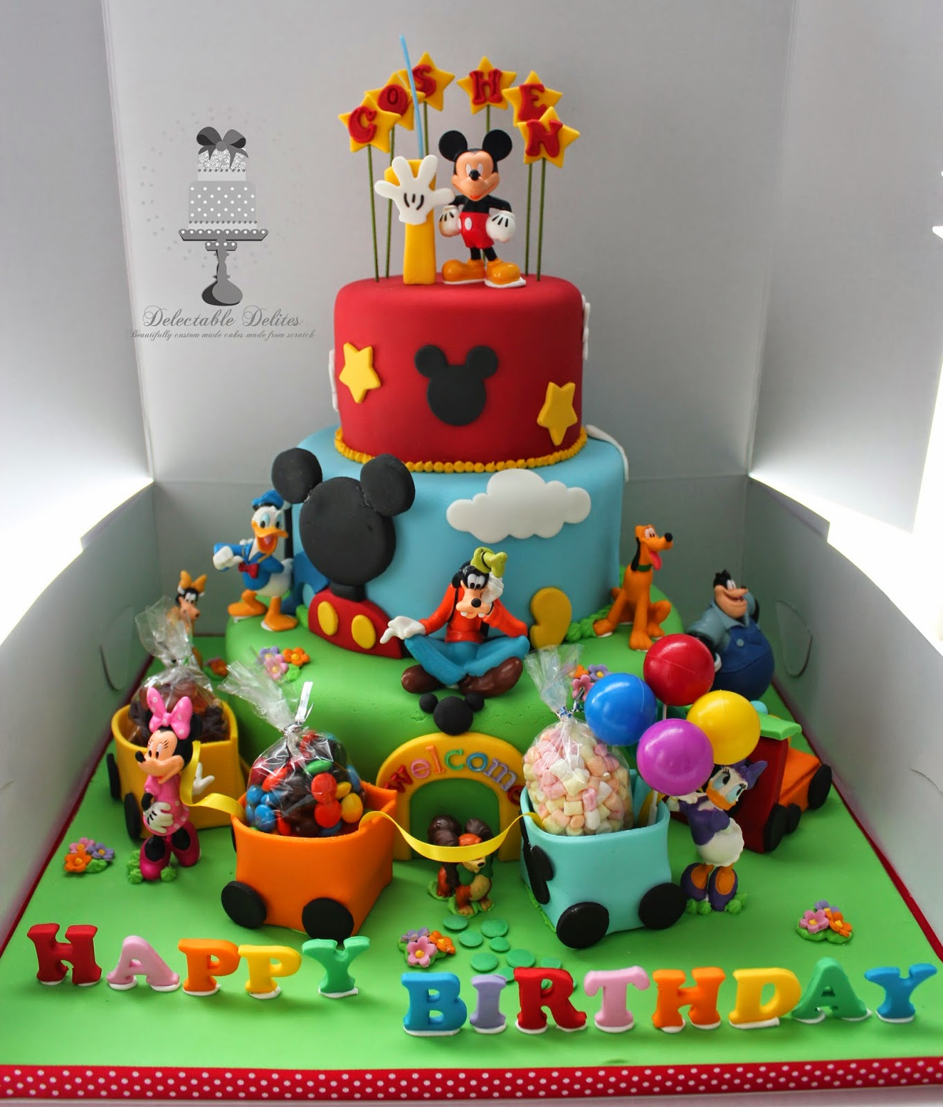 Delectable delites 3 tier mickey mouse clubhouse with train for Decoration maison mickey
