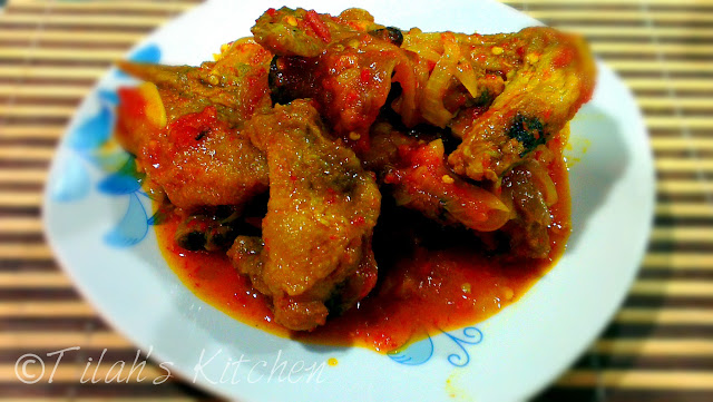 fried chicken in sour and spicy tomato sauce