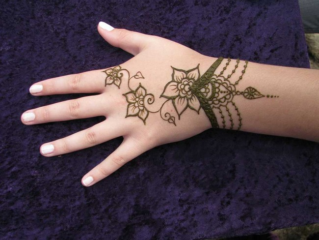 Flower Mehndi Designs For Back Hands : Mehndi design for hands designs back