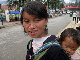 Hmong Vietnamese with toddler in Sapa (Lao Cai, Vietnam)
