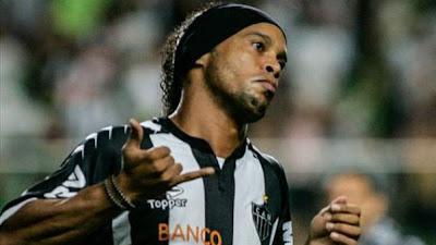 Ronaldinho tiene el elixir eterno de los Golazos