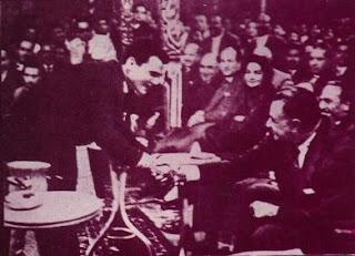 صور حبيبنا حليم - مهداء من عبدالمعطي  -  متجدد - صفحة 6 Halim+Nasser+Handshake8