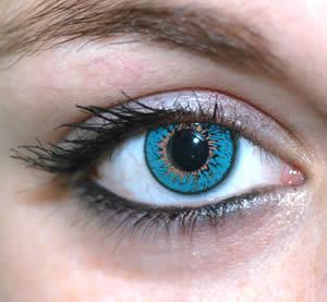 حلول مضمونة للتخلص من سواد تحت العينين - عين منتفخة - رسم العين بالكحل