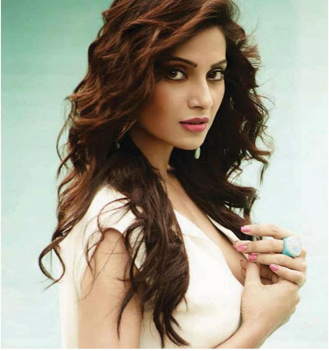 bipasha basu bare back fimfare magazine hot images