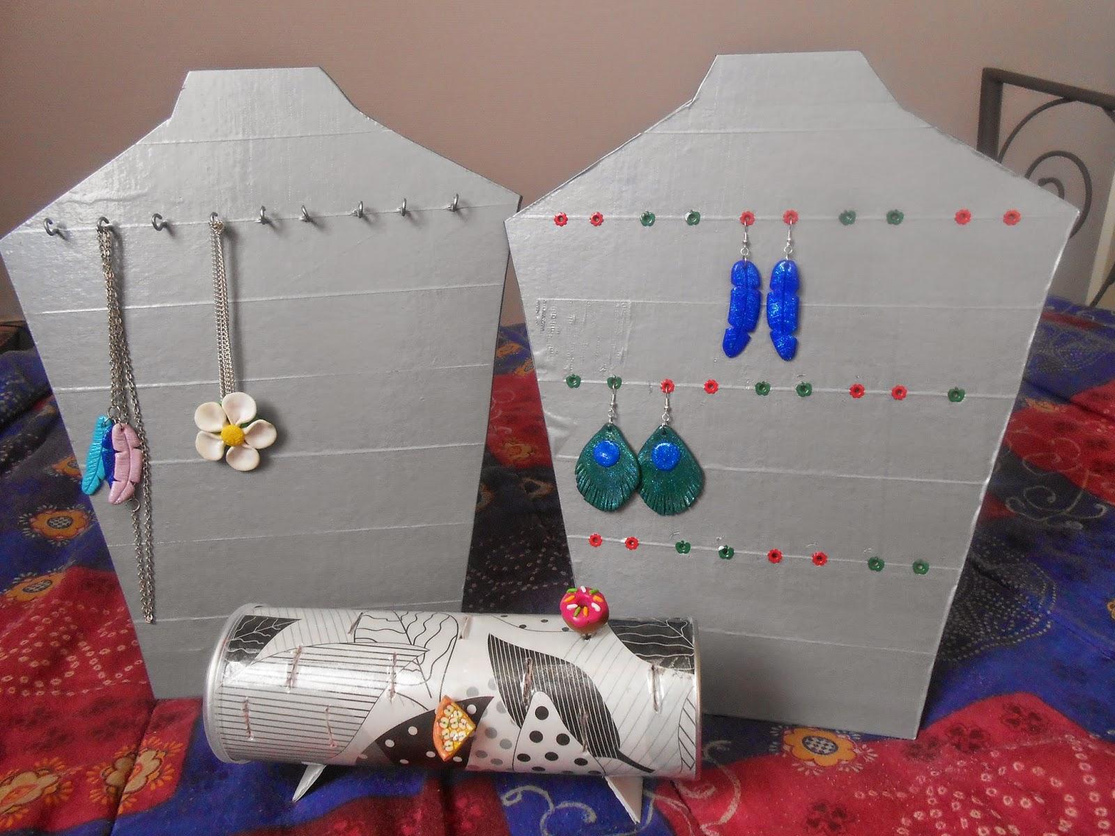 Les loisirs de patouch pr sentoir a bijoux en carton fait maison - Bijoux fait maison ...