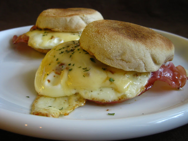 Ham&Eggs on English muffins