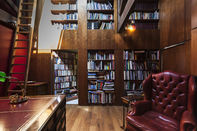 Biblioteca a dos alturas