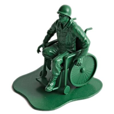 Plastik legetøjs soldat i kørestol, amputeret ben