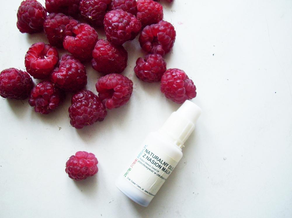 Olej z pestek malin - olej, którego nie może zabraknąć w letniej pielęgnacji skóry