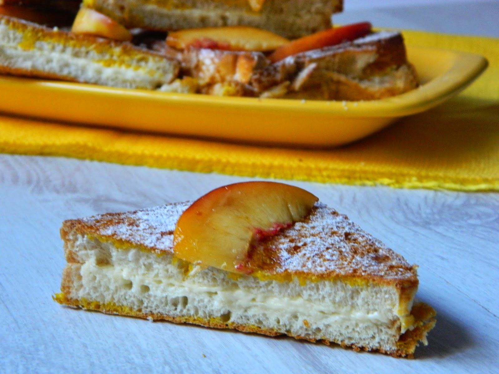French toast cu crema de branza si nectarine