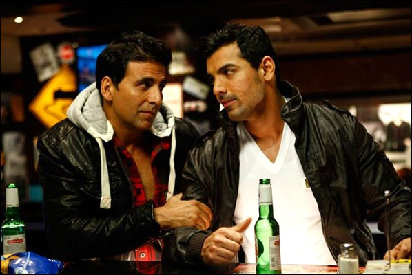 Desi Boyz Movie Review [Full Story]