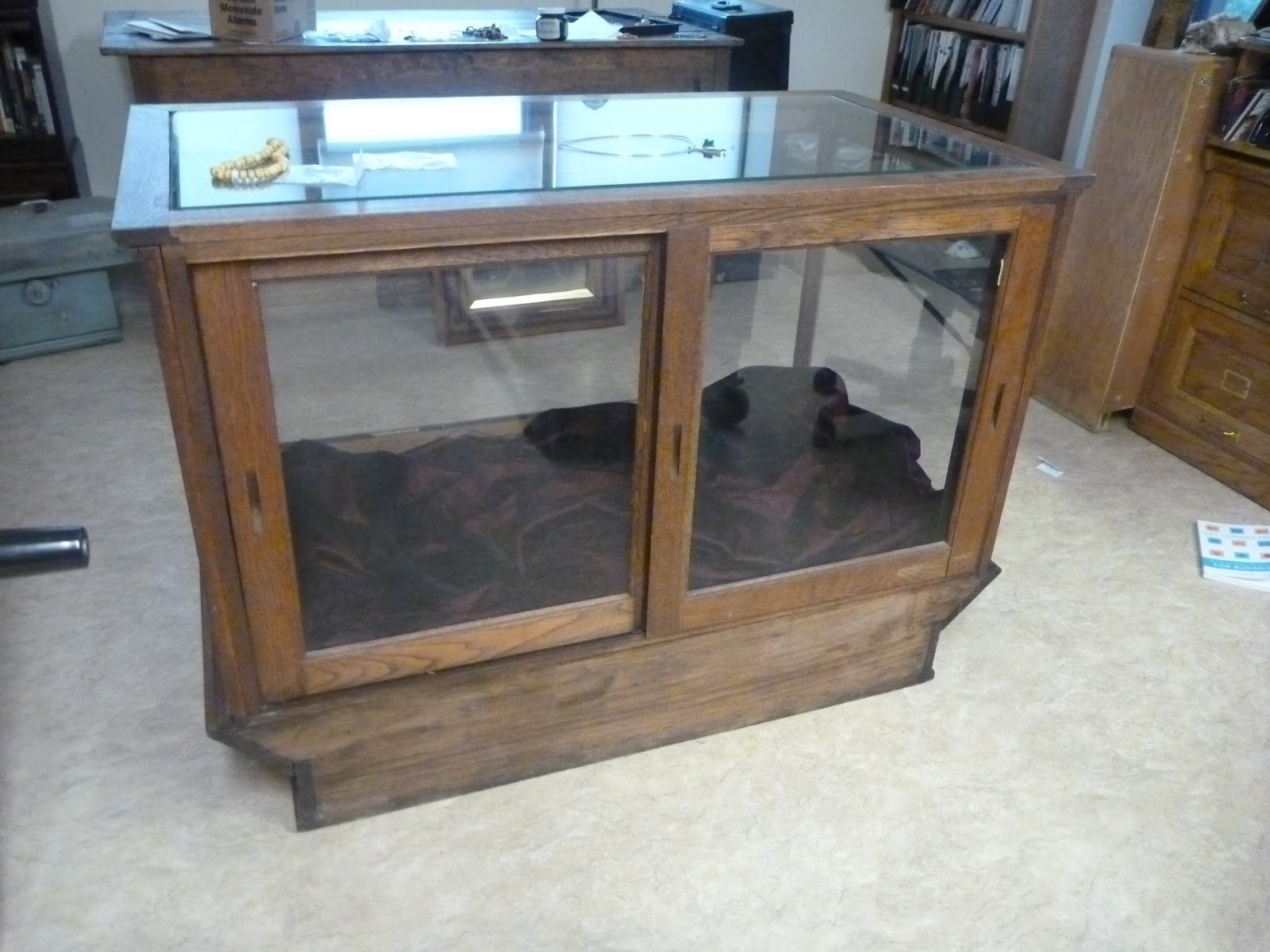 JoDean Sarins-Unique JewelryUnique Jewelry Display Cases