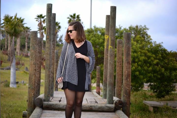 look_kimono_vestido_oversize_botines_burdeos_lolalolailo_02
