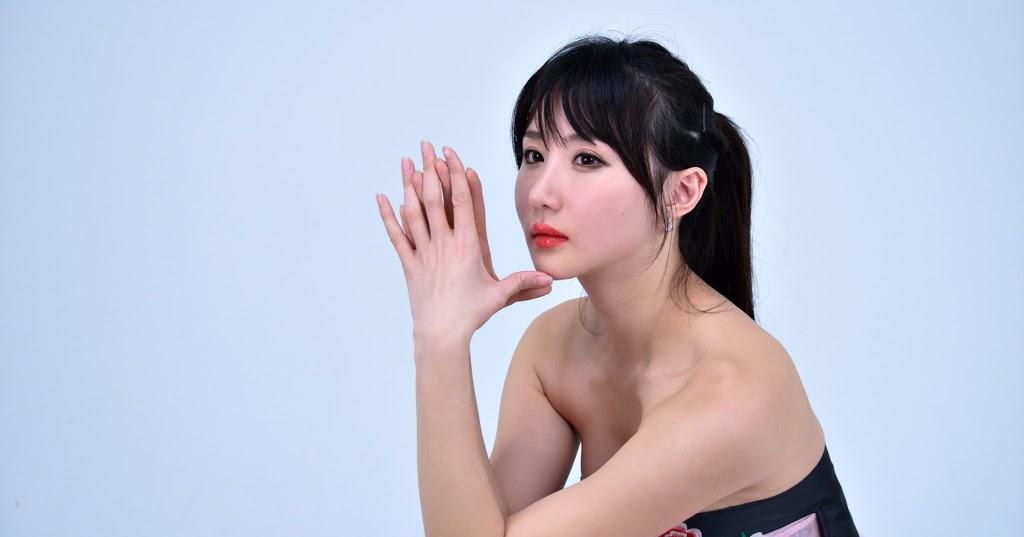 Bollywood actress nude photoshoot