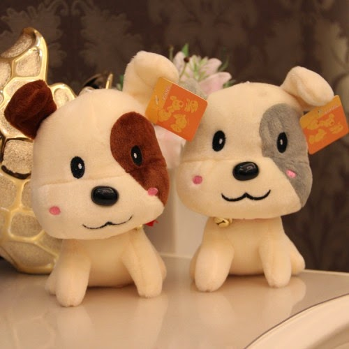 Boneka lucu berupa karakter anjing.