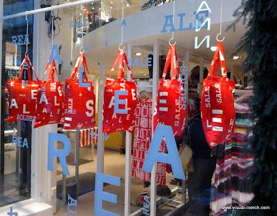 интерьер атмосфера магазина одежды -3