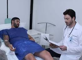 Gusttavo Lima em cenas do clipe Não Paro de Beber