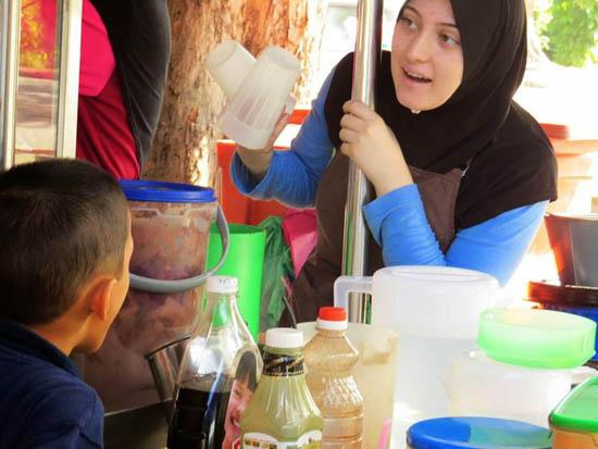 Gadis Itali Jadi Penebar Roti Canai di Kedah