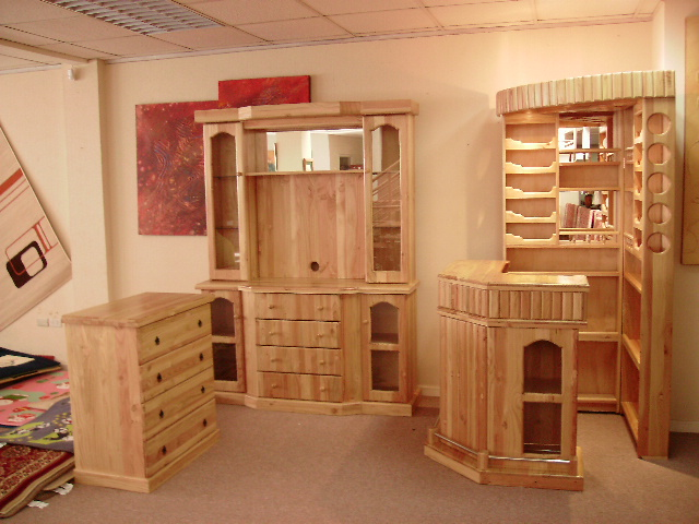 Muebles j m valdivia bar vitrina y comoda for Bar de madera persa bio bio