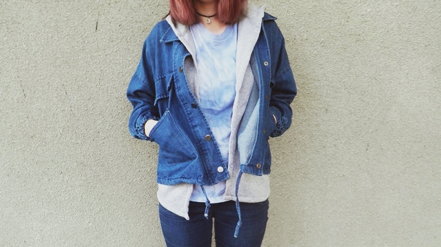 http://www.sheinside.com/Navy-Hooded-Long-Sleeve-Drawstring-Denim-Outerwear-p-141508-cat-1735.html#goods_description_top