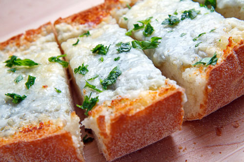 Gorgonzola Garlic Bread on Closet Cooking
