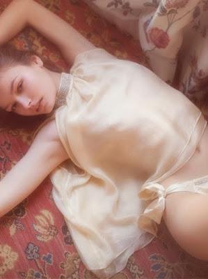 vivienne mok photo jeunes filles babydoll ingerie soie satin culotte