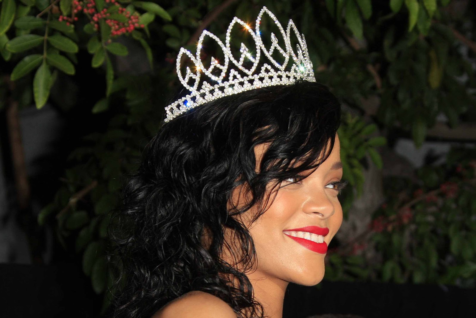 http://4.bp.blogspot.com/-0sI7ZwfiEWU/UJMlDih0oQI/AAAAAAACmVM/V94-zqKZtAA/s1600/Rihanna+Halloween+queen.jpg