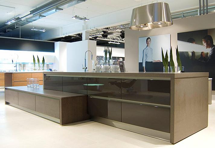 German handless kitchen ideas from kdcuk kitchen for Black high gloss kitchen ideas