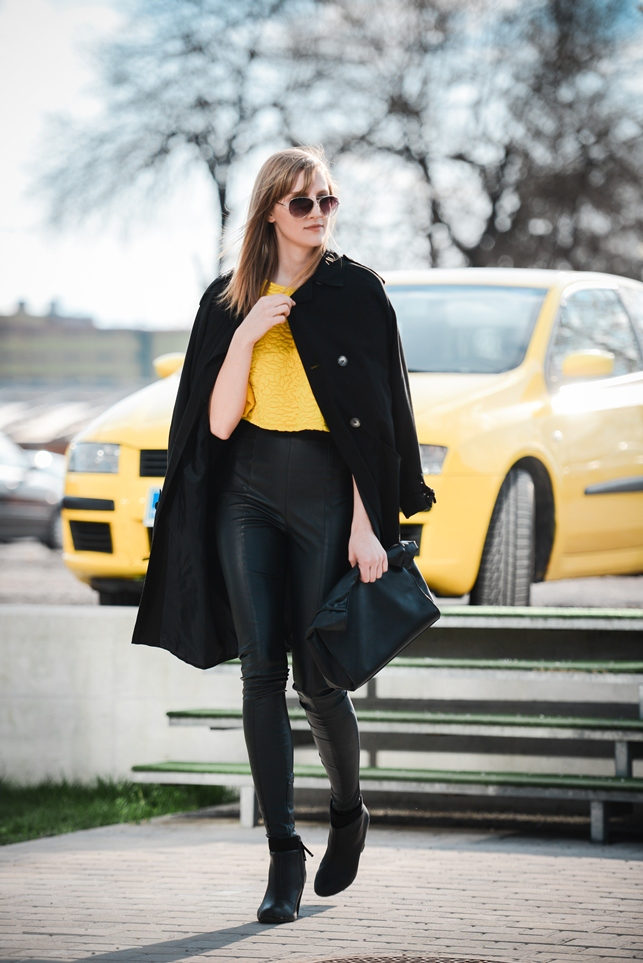 hm yellow sweater crop top sleeves, black trench coat, topshop high waisted leather pants, aviator sunglasses, style blogger, fashion blogger