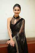 Vani Kapoor hot photos Vaani Kapoor stills-thumbnail-4