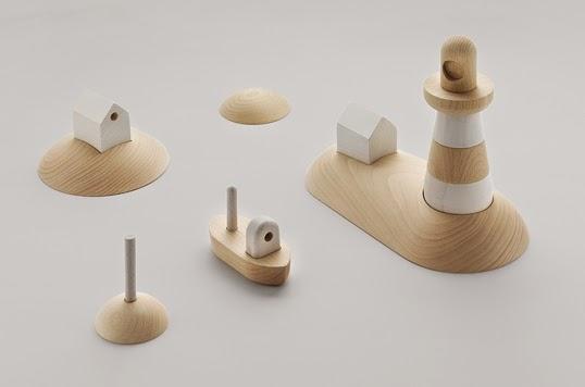 北欧デザインのやさしい外見の木製の船のおもちゃ