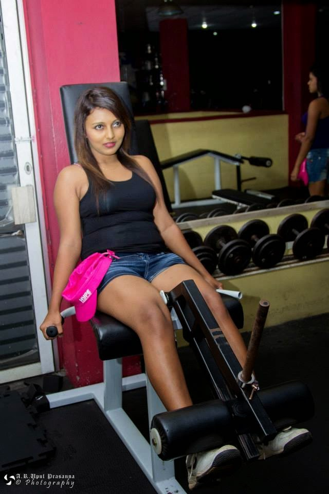 Shani Shenaya Wickremasinghe thighs in gym