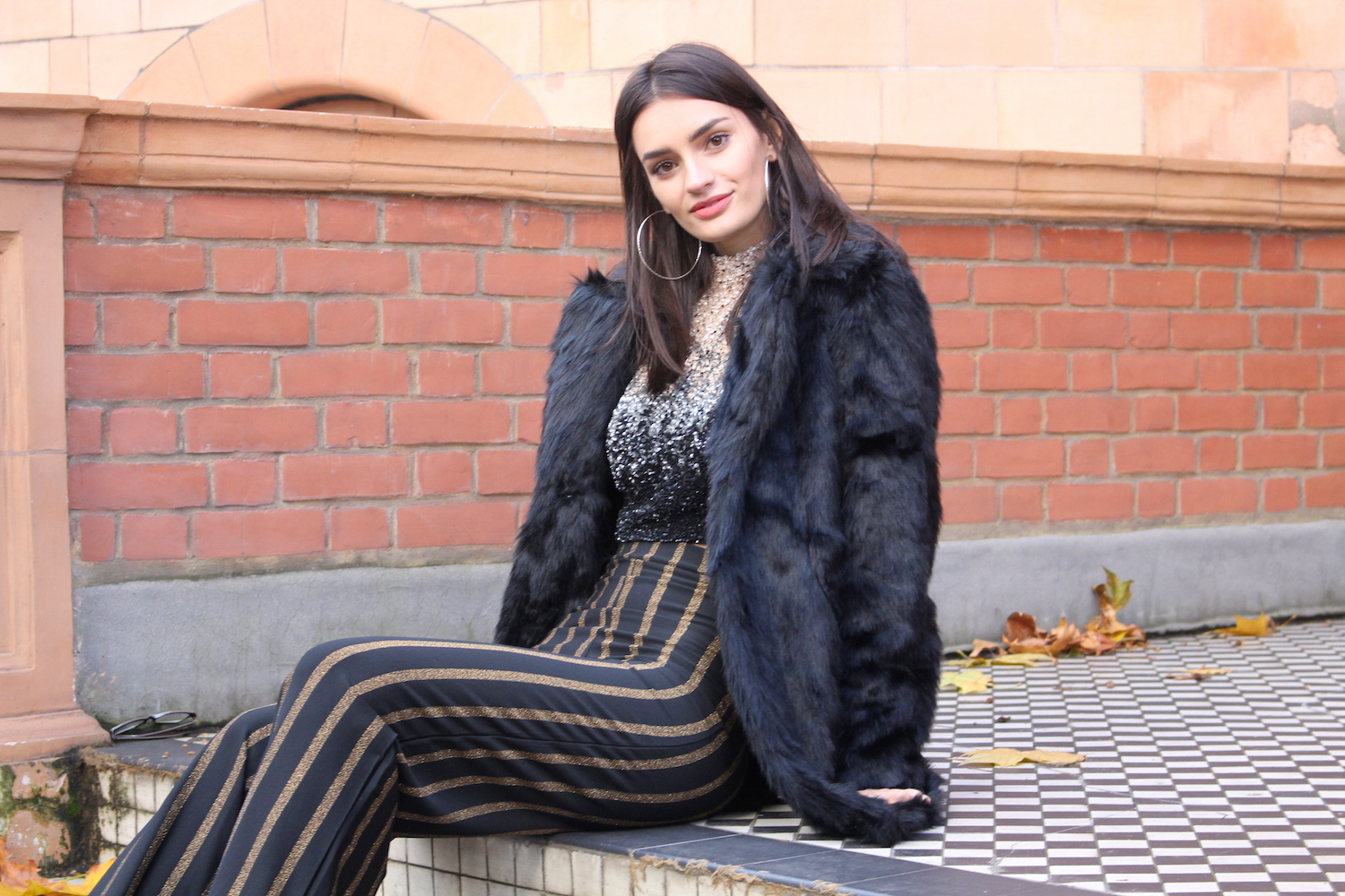 peexo fashion blogger wearing sequins and faux fur coat
