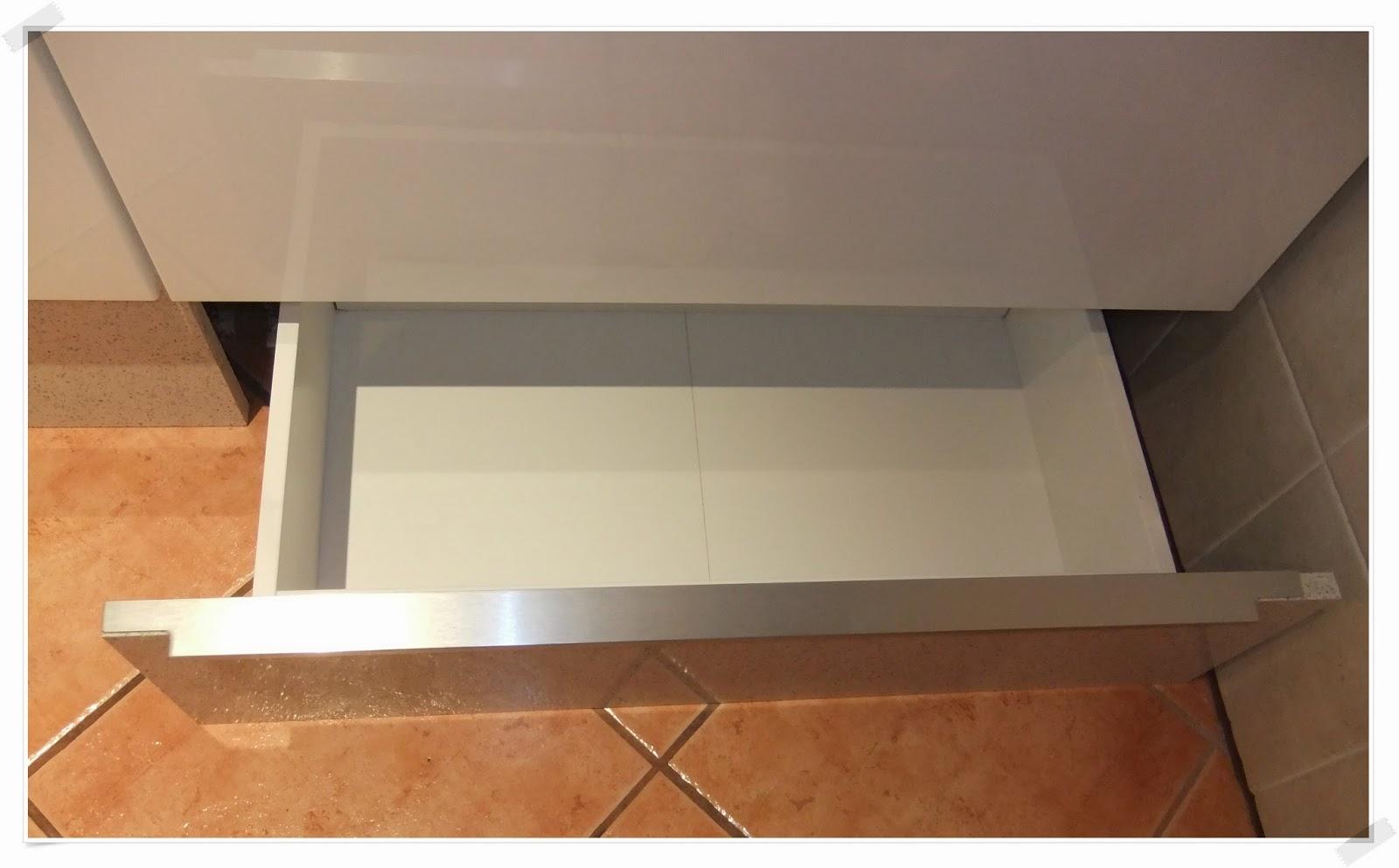 M s espacio para guardar en la cocina con los cajones - Cajones de cocina ikea ...