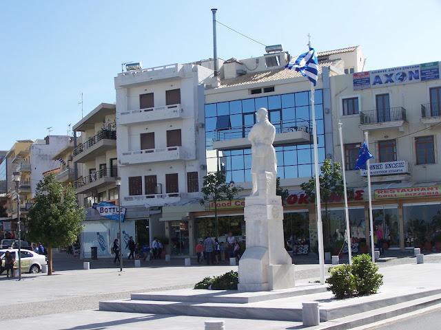 Kahramanlar Meydanı ve Meçhul Asker Anıtı; Resmo