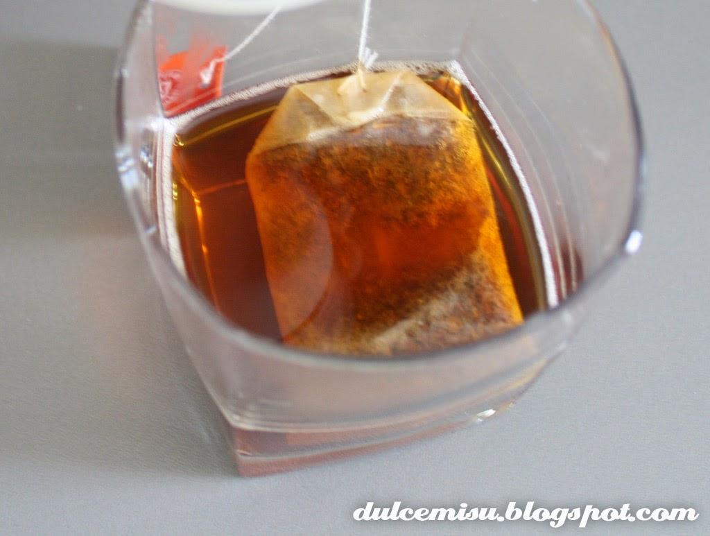 Cupcake, té rooibos, vainilla, lichis, nata, dulcemisu