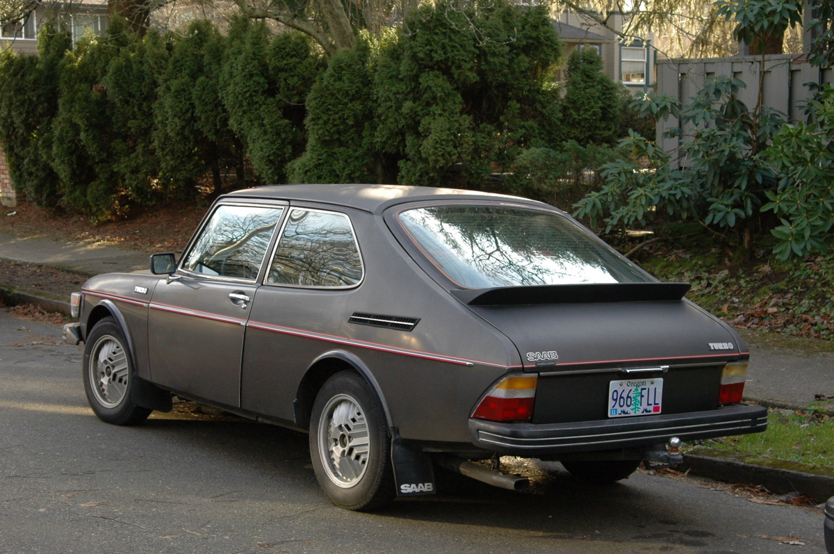 OLD PARKED CARS.: One Day, Two Saabs: 1978 Saab 99 Turbo.